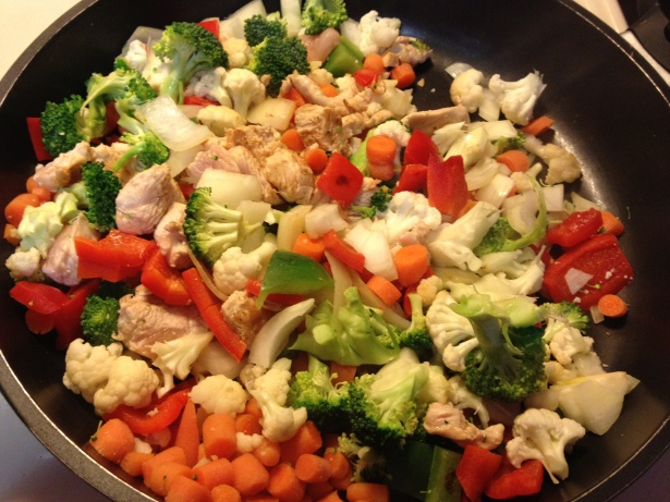 This recipe is simple: Green pepper, red pepper, broccoli, cauliflower, onion, carrots and 4 chicken breasts. A dash of Mrs. Dash, garlic powder and pepper.  (diningwithcaro.wordpress.com)